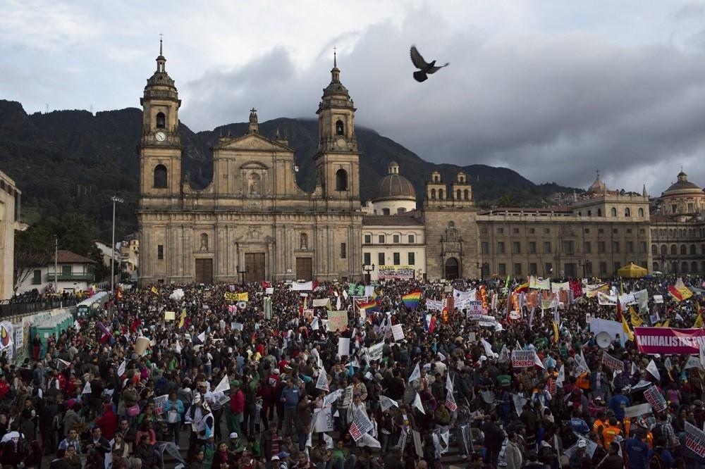 Hundertausende auf Friedensmarsch in Kolumbien