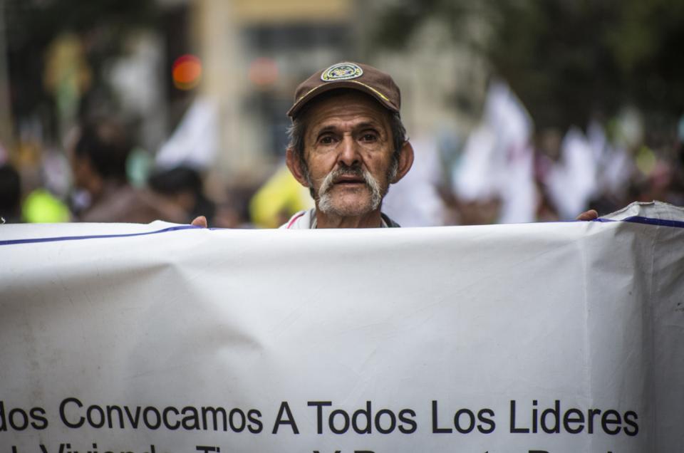 Friedensmarsch in Bogotá unter dem Stern der paramilitärischen Bedrohung